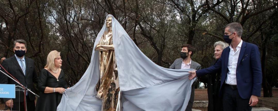 Άγαλμα Μαρίας Κάλλας - Χαμός στο Twitter: Μοιαζει με τον C3PO και με το βραβείο Οσκαρ