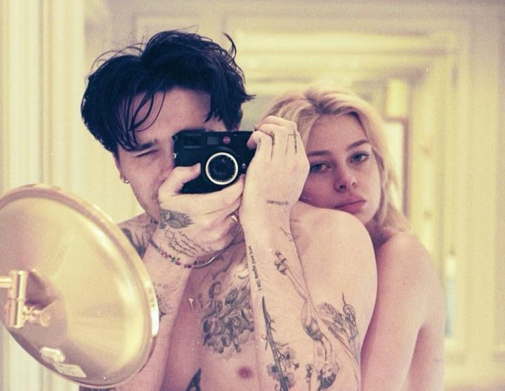 Η Nicola Peltz φωτογραφίζεται γυμνή για τον φακό του αρραβωνιαστικού της, Brooklyn Beckham