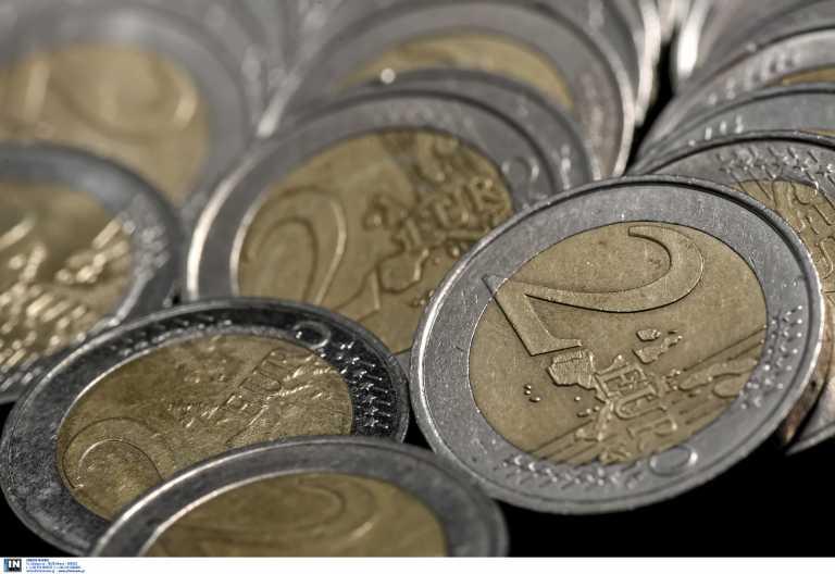 Πλαστά κέρματα των 2 ευρώ κατέκλυσαν την αγορά – Το τρικ για να τα διακρίνουμε