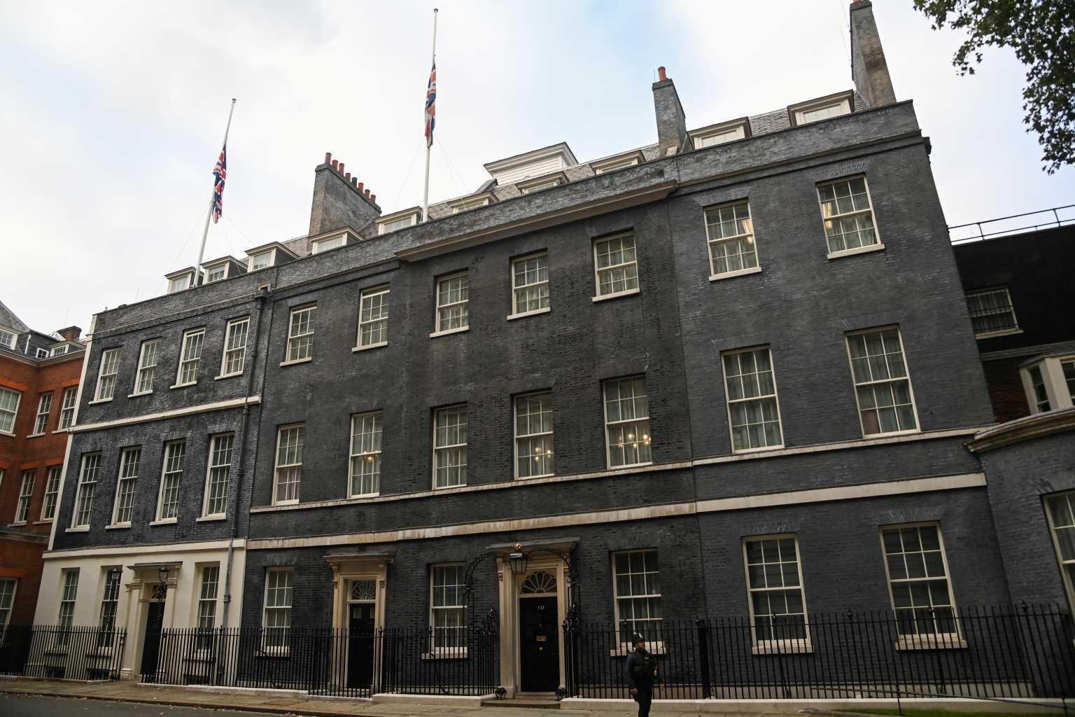 Βρετανία: Μεσίστια η σημαία στη Ντάουνινγκ Στριτ για τη δολοφονία του βουλευτή