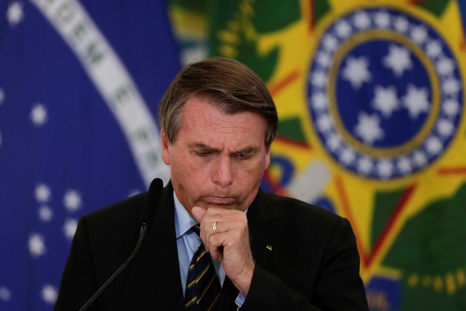 Βραζιλία: O Ζαΐχ Μπολσονάρο λέει πως κρύβεται στην τουαλέτα και κλαίει