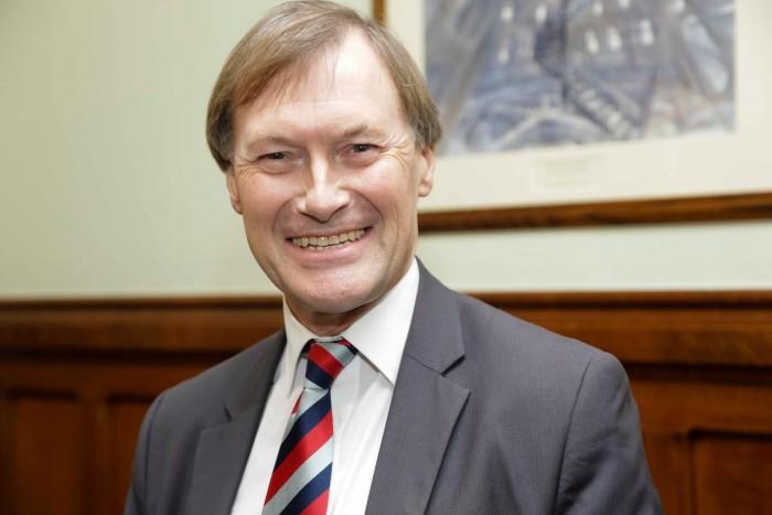 Πέθανε ο βουλευτής που μαχαιρώθηκε πολλές φορές σε εκκλησία στη Βρετανία
