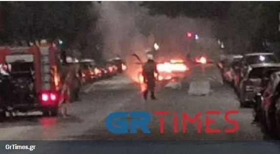 Θεσσαλονίκη: Σοβαρά επεισόδια και μολότοφ κατά αστυνομικών έξω από το τουρκικό προξενείο