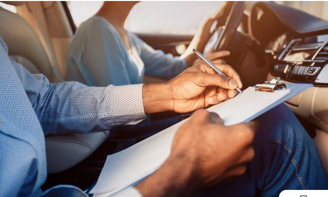 Δίπλωμα οδήγησης: Τι αλλάζει στις εξετάσεις – Και 17χρονοι στο τιμόνι αλλά με συνοδό