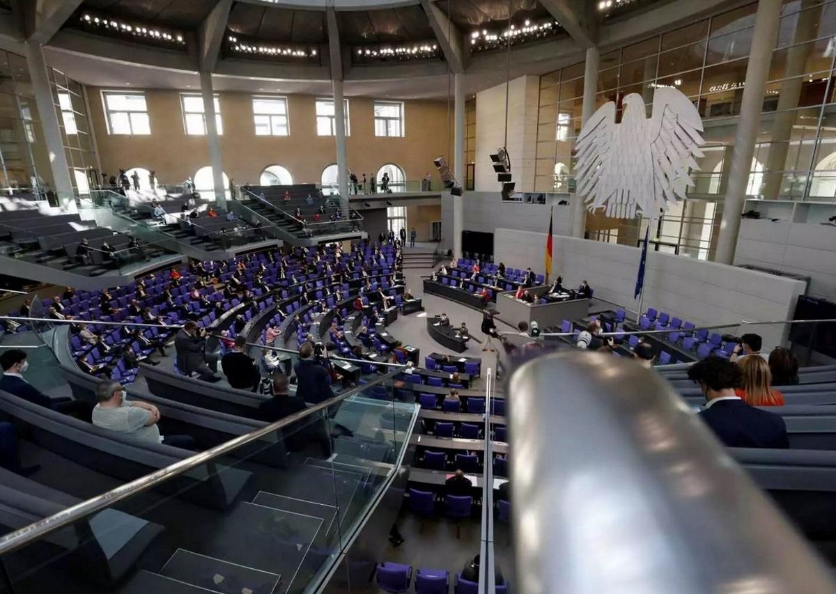 Γερμανία: Η νέα βουλή έχει περισσότερες γυναίκες και μέλη κάτω των 40 ετών