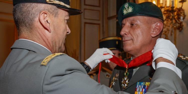 Υπερηφάνος ο Στρατηγός Burkhard για τη συνάντηση με τον Α/ΓΕΕΘΑ Φλώρο [pic]