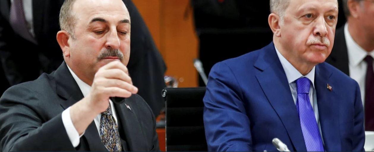 Τουρκία: Ο Τσαβούσογλου απείλησε τον Ερντογάν με παραίτηση για την απόφαση με τους πρέσβεις
