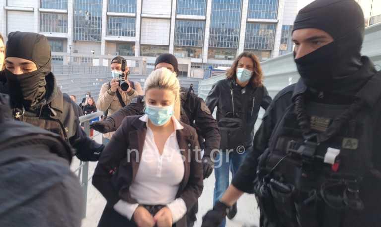 Επίθεση με βιτριόλι: Στο δικαστήριο Ιωάννα Παλιοσπύρου και Έφη Κακαράντζουλα για να ακούσουν την πρόταση του εισαγγελέα