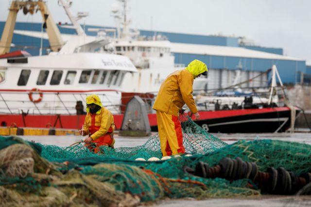 Γαλλία – Οι ψαράδες απειλούν με αποκλεισμούς λιμανιών