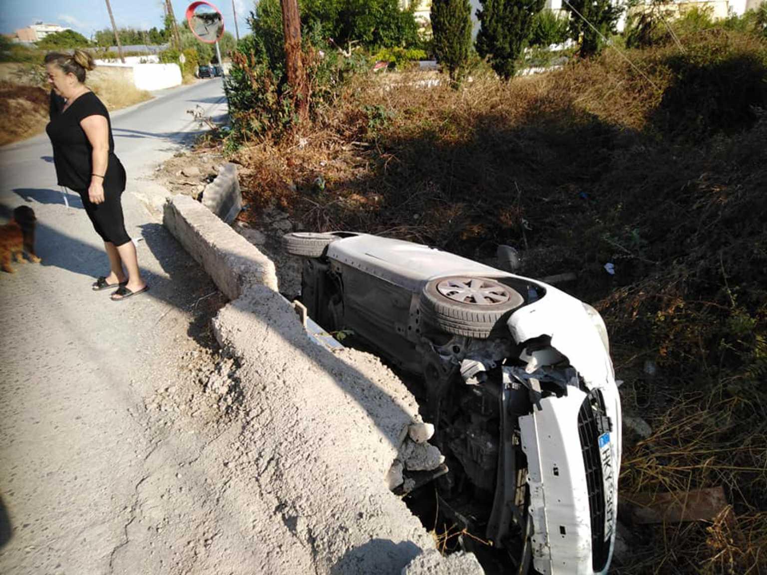Ηράκλειο: Αυτοκίνητο έπεσε μέσα σε ρέμα