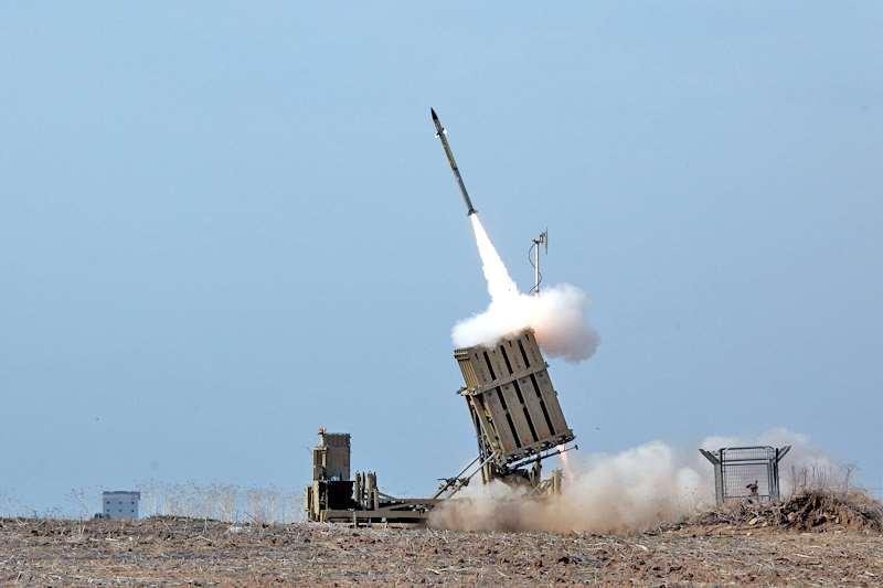 Συρία – Ισραηλινοί πύραυλοι έπληξαν το στρατιωτικό αεροδρόμιο της Χομς, έξι στρατιώτες τραυματίστηκαν
