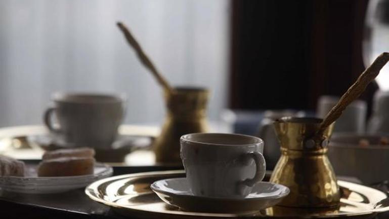 Τσουχτερό πρόστιμο στον καφετζή για τον ανεμβολίαστο πελάτη