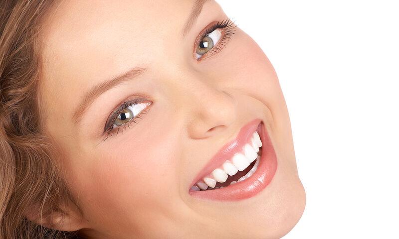 Λεύκανση δοντιών σε λίγες μέρες μόνο με δύο υλικά (video)