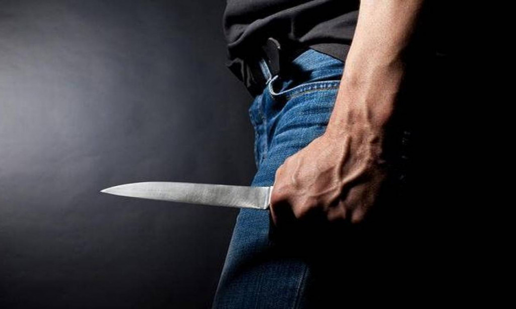 Λαμία – Τρόμος για 17χρονο – Τον μαχαίρωσαν για να τον ληστέψουν