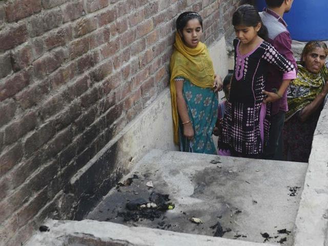 Πακιστάν – Έκαψε ζωντανές τις δυο κόρες του και τα τέσσερα εγγόνια του επειδή εκείνες παντρεύτηκαν χωρίς τη συγκατάθεσή του