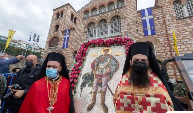 Θεσσαλονίκη: Ιερέας αντιδρά με την έντονη παρουσία της ΕΛ.ΑΣ στον Άγιο Δημήτριο – «Σας αρέσει αυτή η εικόνα;»