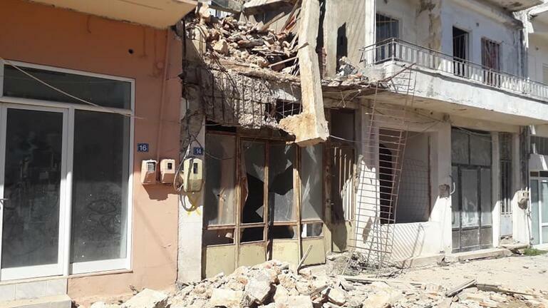 Συνεχίζονται οι έλεγχοι, αυξάνονται τα ακατάλληλα κτίρια μετά τις δονήσεις