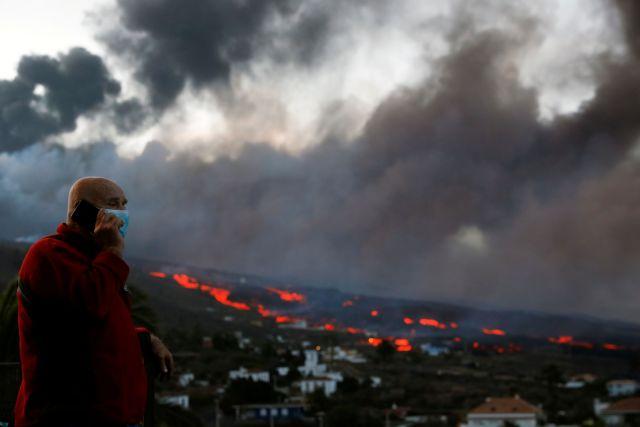 Ισπανία – Συγκλονίζουν οι κάτοικοι της Λα Πάλμα – «Ζούμε με το φόβο – Προσευχόμαστε να σταματήσει η έκρηξη»
