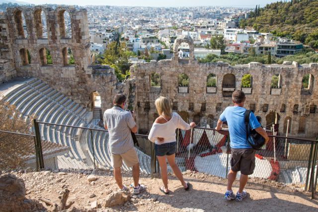 """The tourism """"miracle"""" of Greece lasts until November"""
