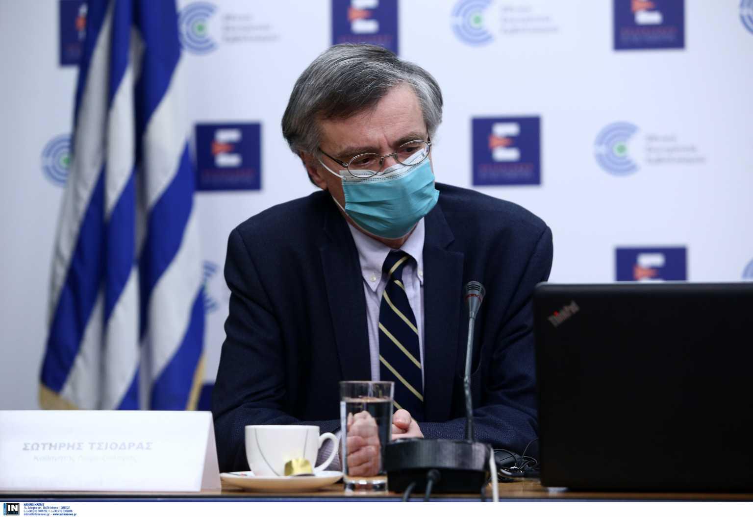Σωτήρης Τσιόδρας: Τα εμβόλια είναι ασφαλή – Έχουμε γλιτώσει 8.400 θανάτους από κορονοϊό