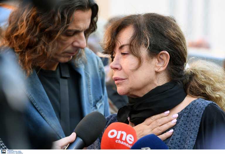 Ελένη Δήμου: Ξανά στο νοσοκομείο η τραγουδίστρια – Την ταλαιπωρεί ο κορονοϊός