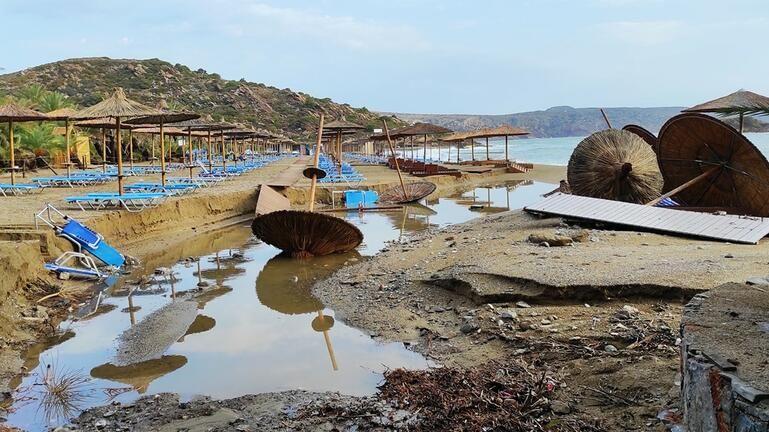"""""""Βομβαρδισμένο"""" τοπίο το Βάι – Δείτε φωτογραφίες και βίντεο"""