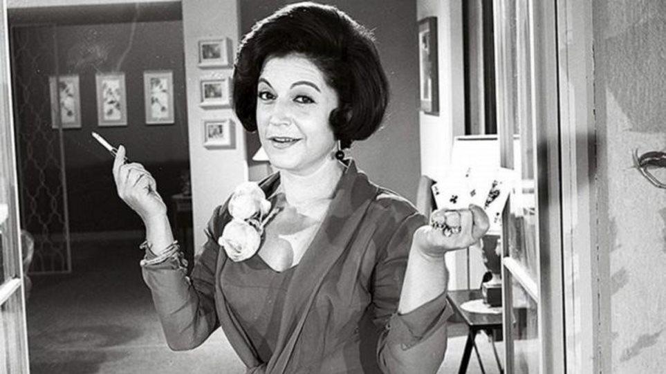 Ρένα Βλαχοπούλου – Απίθανη αποκάλυψη για την ηθοποιό – «Λίγα λεπτά πριν πεθάνει μπήκα στο δωμάτιό της…»