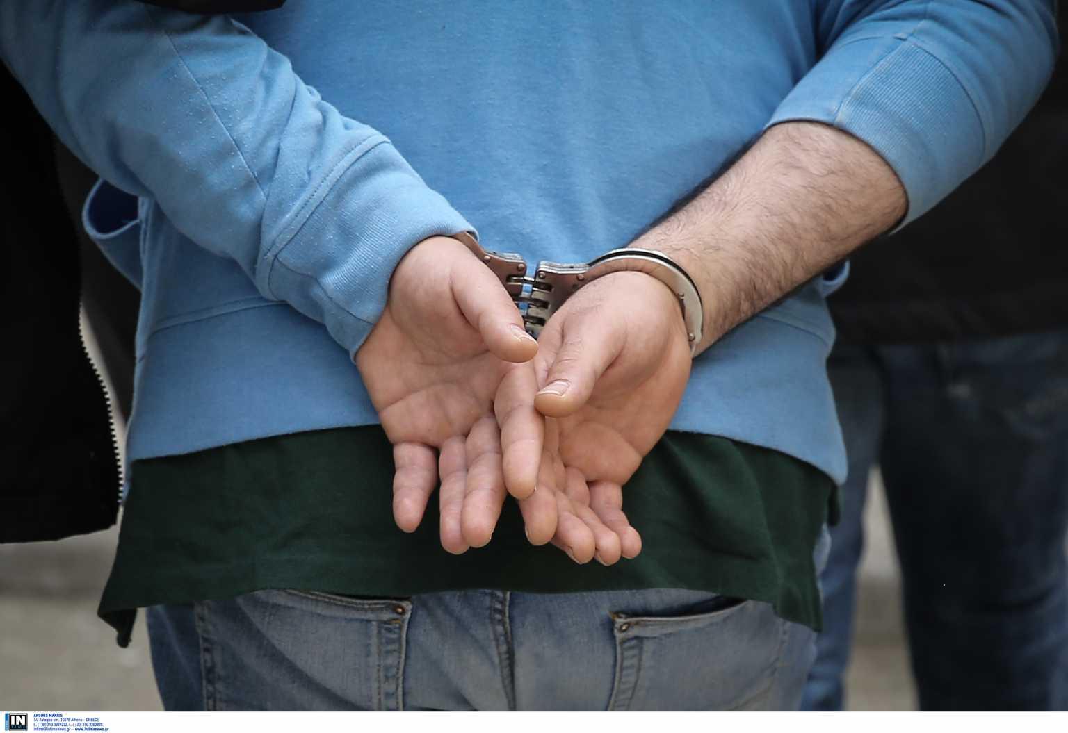 Δύο συλλήψεις στον Άγιο Παντελεήμονα για πλαστά πιστοποιητικά σε μετανάστες
