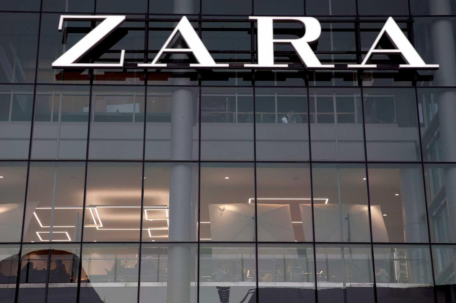 Ισπανία: Τα Zara αρχίζουν τις χρεώσεις στις χάρτινες σακούλες